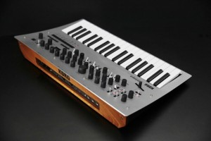 Korg_Minilogue_SlantView-640x427