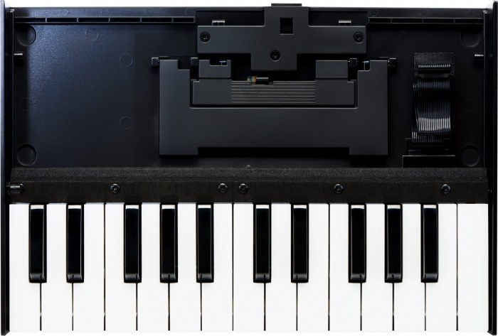 Roland-K-25M-700x473